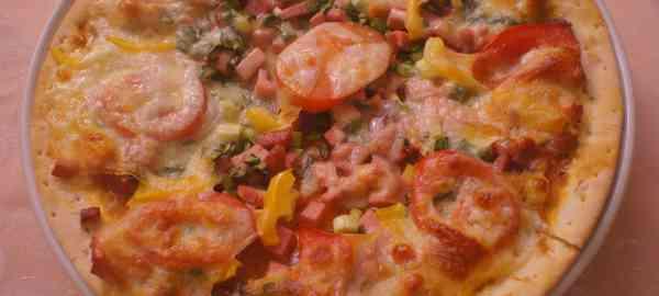 Пицца с колбасой и болгарским перцем