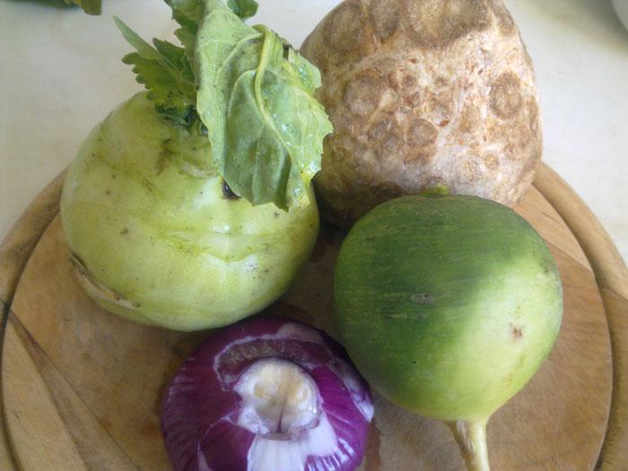 Ингредиенты для салата из капусты кольраби