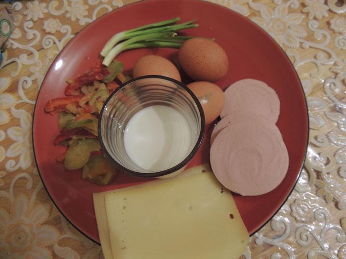 Ингредиенты для закрытого омлета с начинкой