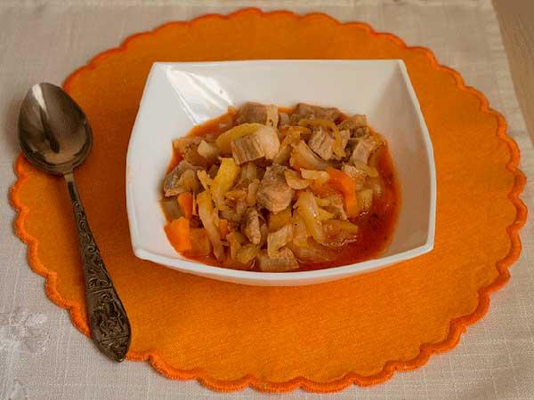 Овощное рагу с мясом и картошкой