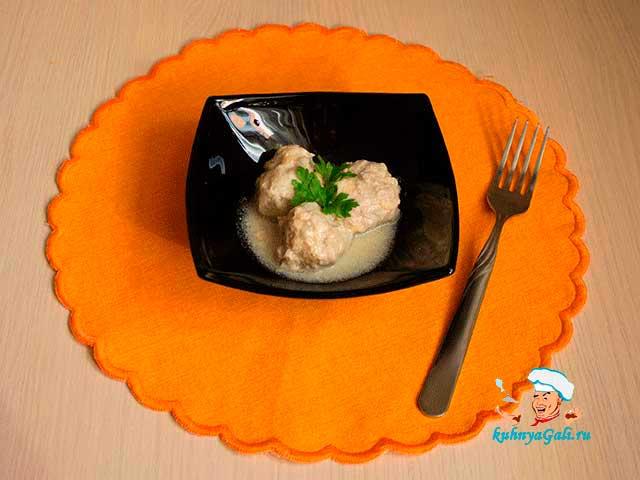 Фрикадельки в сливочном соусе